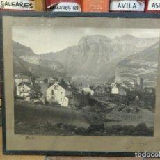 Fotografía antigua: FOTOGRAFÍA DE TORLA ORDESA. HUESCA. FIRMADA POR GALÁN. 40 X 35 CM (MEDIDA TOTAL). ENMARCADA.. Lote 141338186