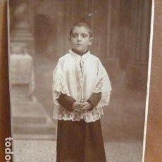 Fotografía antigua: FOTO DE NIÑO DE MONAGUILLO -FOTOGRAFO VICENTE VALLES -AMERICAN STUDY-BARCELONA-. Lote 141964634
