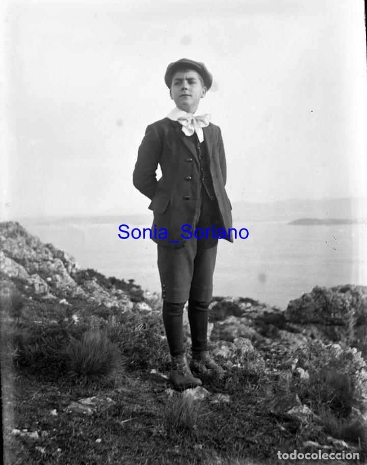 NIÑO EN PLAYA GIJON? ASTURIAS. CRISTAL NEGATIVO C.1900 (Fotografía Antigua - Gelatinobromuro)
