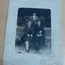Fotografía antigua: FOTOGRAFÍA FAMILIAR RECUERDO DEL MONTE IGUELDO SAN SEBASTIÁN 12,5X9,5 CM.. Lote 143168766