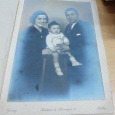 Fotografía antigua: FOTOGRAFÍA FAMILIAR FOTO GARAY BILBAO 18X12,5 CM. AÑO 1942. Lote 143171398