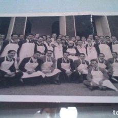Fotografía antigua: ANTIGUA FOTOGRAFÍA BILBAO 15 ABRIL 1942. HERMANOS DE LOS POBRES . Lote 144151530
