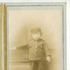 Fotografía antigua: RETRATO DE ESTUDIO DE NIÑO VESTIDO DE SOLDADO, LOS ITALIANOS, SANTANDER, PRESENTADO EN CARPETA. Lote 145080274