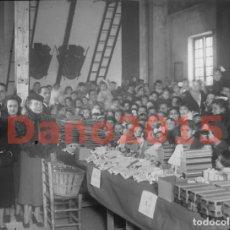 Fotografía antigua: REPARTO DE JUGUETES 1939 MADRID - NEGATIVO DE CRISTAL - FOTOGRAFIA ANTIGUA. Lote 146750334