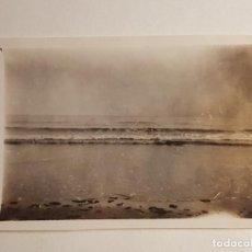 Fotografía antigua: PAISAJE ORILLA DE MAR NUBLADO. Lote 147728194