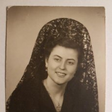 Fotografía antigua: RETRATO MUJER CON PEINETA 1951. Lote 147738690