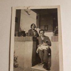 Fotografía antigua: RETRATO MATRIMONIO CON GATO. Lote 147751386