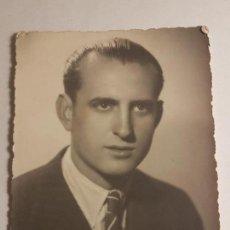 Fotografía antigua: RETRATO HOMBRE FOTOGRAFO IBAÑEZ MADRID 1947. Lote 176789650