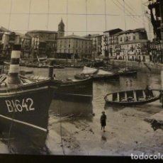 Fotografía antigua: BERMEO VIZCAYA ESCENA EN EL PUERTO FOTOGRAFIA ANTIGUA AÑOS 30 15,5 X 22 CMTS. Lote 147986674