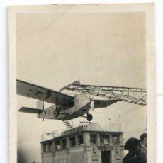 Fotografía antigua: AVIÓN DEL PARQUE DE ATRACCIONES TIBIDABO, BARCELONA, CIRCA 1925 4,5X6,6 CM. Lote 148279662