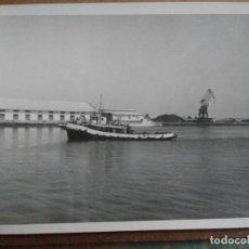Fotografía antigua: FOTOGRAFIA BARCO DE PRACTICO EN LOS MUELLES DE VALENCIA.. Lote 150140346