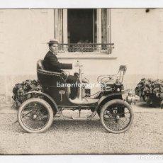 Fotografía antigua: COCHE ANTIGUO Y CHOFER, 1905 APROX. 17,5X24 CM. SIN DATOS, POSIBLEMENTE BARCELONA.. Lote 151904054