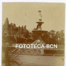 Fotografía antigua: FOTO ORIGINAL BARCELONA PARC DE DELA CIUTADELLA ECULTURA DAMA DEL PARAGUAS AÑOS 10/20. Lote 154599558