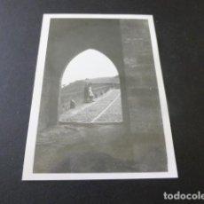 Fotografía antigua: PUENTE LA REINA NAVARRA PUENTE ANTIGUA FOTOGRAFIA 7 X 10 CMTS. Lote 154832234