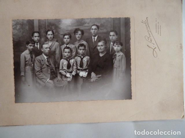 FOTO NIÑOS DE COMUNION CON FAMILIA (Fotografía Antigua - Gelatinobromuro)