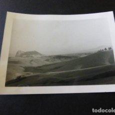 Fotografia antiga: GIBRALTAR VISTA DEL PEÑON DESDE ALGECIRAS CADIZ FOTOGRAFIA ANTIGUA 7,5 X 10,5 CMTS. Lote 155763010