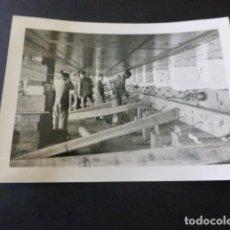 Fotografía antigua: CADIZ ASTILLEROS DE CADIZ EL IBERICO ANTIGUA FOTOGRAFIA 7,5 X 10,5 CMTS. Lote 155777638