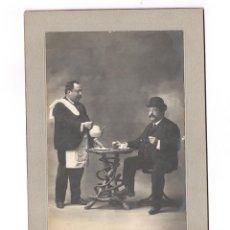 Fotografía antigua: FOTOMONTAJE DOBLE DEL MISMO PERSONAJE, FOTO: JOSÉ PACHECO, ORENSE. 16X23,5CM. VER REVERSO. Lote 156311566