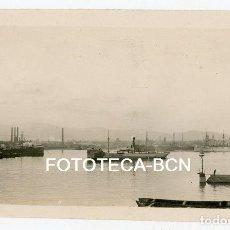 Fotografía antigua: FOTO ORIGINAL PUERTO DE BARCELONA BARCO VAPOR CHIMENEAS FABRICAS AÑOS 10/20. Lote 158122014