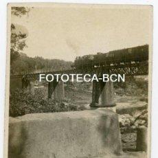 Fotografía antigua: FOTO ORIGINAL TREN A VAPOR LOCOMOTORA FERROCARRIL PUENTE POSIBLEMENTE AÑOS 30 CATALUNYA. Lote 160228390