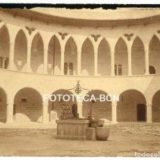 Fotografia antica: FOTO ORIGINAL CASTILLO DE BELLVER PATIO POZO PALMA DE MALLORCA AÑOS 20 BALEARES. Lote 161254210