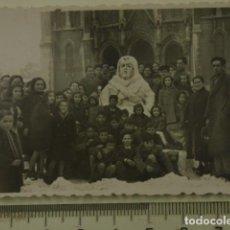 Fotografía antigua: MUÑECO DE NIEVE DELANTE DE IGLESIA EN AVILES , ASTURIAS . Lote 162179706
