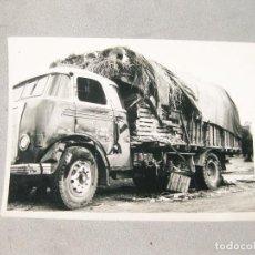 Fotografía antigua: FOTOGRAFÍA DE UIN ACCIDENTE DE CAMIÓN EN TORTOSA EN EL AÑO 1957. Lote 162816442