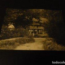 Fotografía antigua: CANGAS DE ONIS ASTURIAS UN HORREO ANTIGUA FOTOGRAFÍA 7,5 X 10,5 CMTS. Lote 163887758