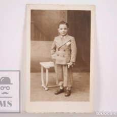 Fotografía antigua: ANTIGUA FOTOGRAFÍA - RETRATO DE NIÑO CON TRAJE - AÑO 1947. Lote 164679934