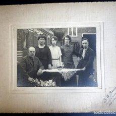Fotografía antigua: ANTIGUA FOTOGRAFÍA DE UNA FAMILIA, PRINCIPIOS SIGLO XX, VER FOTOS . Lote 165447106