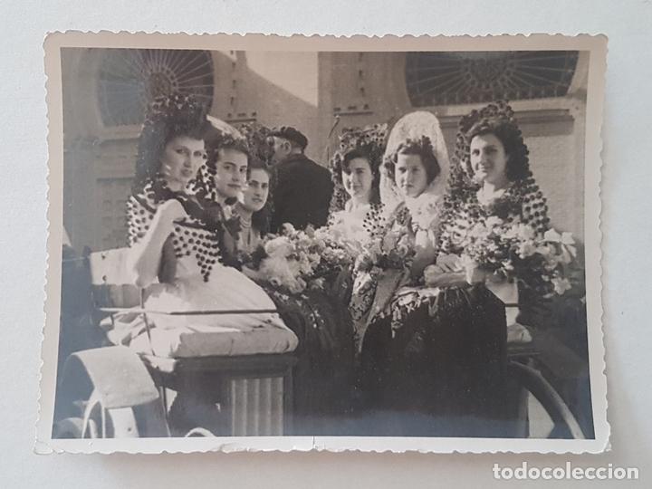 MMADRID MUJERES VESTIDAS DE GOYESCA PLAZA TOROS DE LAS VENTAS, FOTOGRAFO ALMAZAN AÑOS 50 (Fotografía Antigua - Gelatinobromuro)