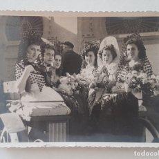 Fotografía antigua: MMADRID MUJERES VESTIDAS DE GOYESCA PLAZA TOROS DE LAS VENTAS, FOTOGRAFO ALMAZAN AÑOS 50. Lote 165551838