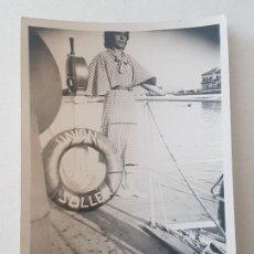 Fotografía antigua: RETRATO MUJER CUBIERTA BARCO AÑOS 30. Lote 165670118