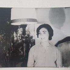 Fotografía antigua: RETRATO MUJER AÑOS 60. Lote 165675358
