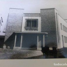 Fotografía antigua: CADIZ GRUPO ESCOLAR CELESTINO MUTIS ANTIGUA FOTOGRAFIA AÑOS 40 18 X 23,5 CMTS. Lote 166122018