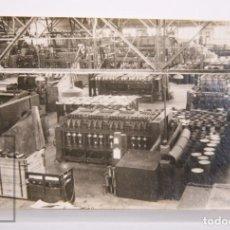 Fotografía antigua: ANTIGUA FOTOGRAFÍA - CORDELERÍA RIBÓ, BADALONA. INTERIOR FÁBRICA - ESCRITA AL DORSO, 1937. Lote 167289384