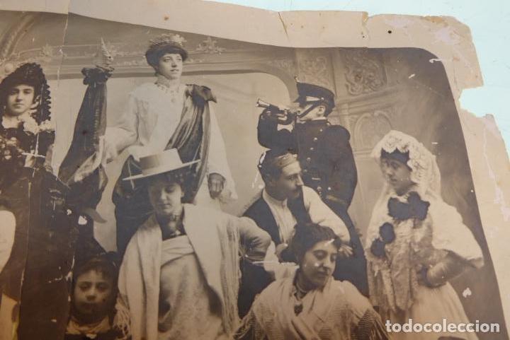 Fotografía antigua: Interesante fotografía de grupo de teatro o similar. Siglo XIX. - Foto 2 - 167493976
