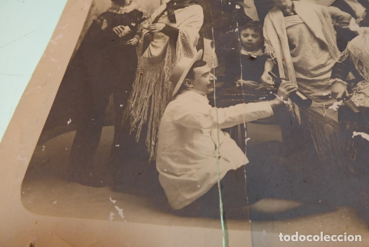 Fotografía antigua: Interesante fotografía de grupo de teatro o similar. Siglo XIX. - Foto 3 - 167493976