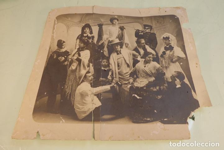 INTERESANTE FOTOGRAFÍA DE GRUPO DE TEATRO O SIMILAR. SIGLO XIX. (Fotografía Antigua - Gelatinobromuro)