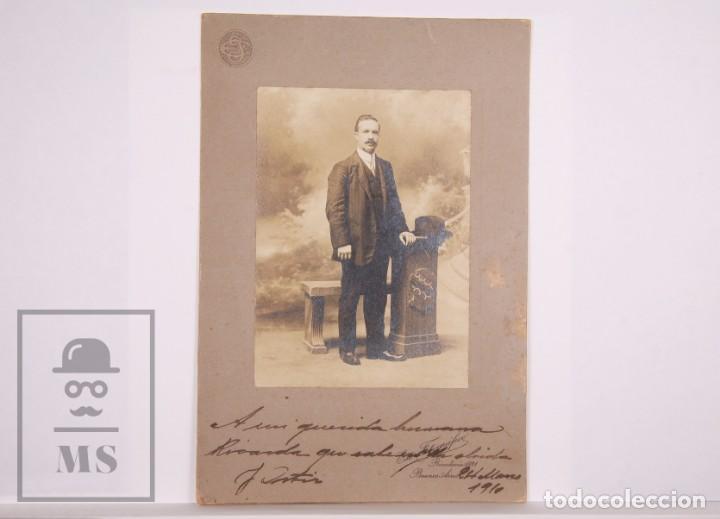 ANTIGUA FOTOGRAFÍA - RETRATO DE HOMBRE - FOT. RIVADAVIA 1921, BUENOS AIRES - AÑO 1910 (Fotografía Antigua - Gelatinobromuro)