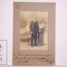Fotografía antigua: ANTIGUA FOTOGRAFÍA - RETRATO DE HOMBRE - FOT. RIVADAVIA 1921, BUENOS AIRES - AÑO 1910. Lote 168571016