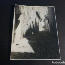 Fotografía antigua: VILLENA ALICANTE ASPECTO URBANO FOTOGRAFIA POR ROBERT GILLON PRESIDENTE SENADO BELGICA. Lote 173025153