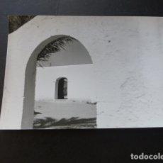 Fotografía antigua: SAN JORGE IBIZA DETALLE DE LA IGLESIA ANTIGUA FOTOGRAFIA . Lote 175063935
