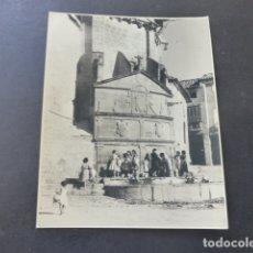Fotografía antigua: UBEDA JAEN FUENTE DE SAN PABLO FOTOGRAFIA AL CARBON POR ROBERT GILLON PRESIDENTE SENADO BELGICA 1954. Lote 175292815
