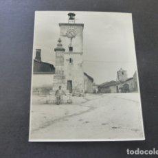 Fotografía antigua: VILLALAR DE LOS COMUNEROS VALLADOLID FOTOGRAFIA AL CARBON POR ROBERT GILLON PTE SENADO BELGICA 1954. Lote 175293129