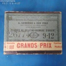 Fotografía antigua: PLACAS GELATINO-BROMURO DE PLATA LUMIERE. Lote 175669500