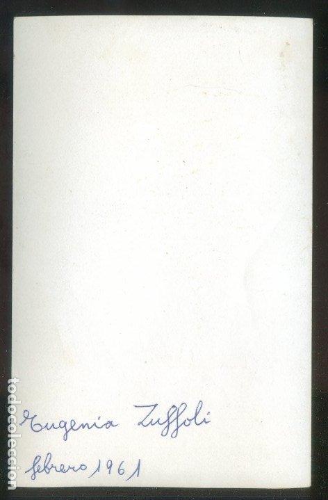 Fotografía antigua: Foto anónima. Autógrafo *Eugenia Zuffoli Villademoros (Roma 1897 - Madrid 1982)* Fechada 1961. - Foto 2 - 176283487