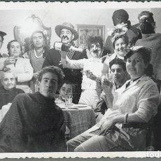 Fotografía antigua: CHIVA FIESTA CARNAVAL. Lote 176531428