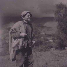 Fotografía antigua: CATALUNYA. PASTOR. ALTA MONTAÑA. C. 1945. Lote 179018201