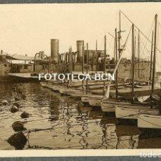 Fotografía antigua: FOTO ORIGINAL PUERTO DE BARCELONA BARCO DE GUERRA BARCOS A VELA AÑOS 10/20. Lote 182855727